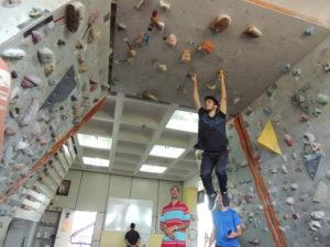 AGM faz melhorias no muro de escalada